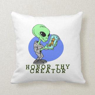 Alien-Schöpfer Kissen