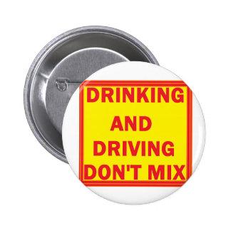 Alkohol im Strassenverkehrknopf Anstecknadel