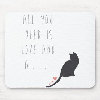 Alle, die Sie benötigen, ist Liebe und eine Katze Mousepad