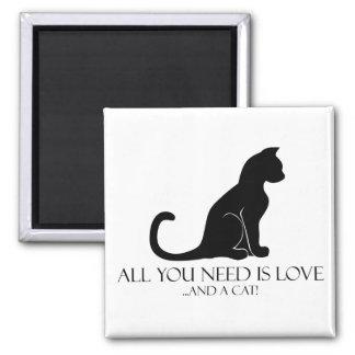 Alle, die Sie benötigen, ist Liebe und eine Katze! Quadratischer Magnet