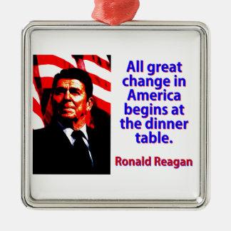 Alle große Änderung in Amerika - Ronald Reagan Quadratisches Silberfarbenes Ornament