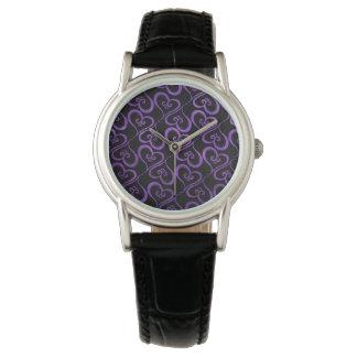 Alle Herzen lila auf Schwarzem Armbanduhr