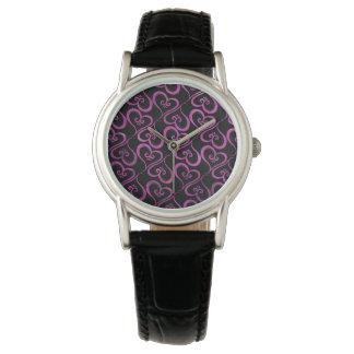 Alle Herzen magentarot auf Schwarzem Armbanduhr