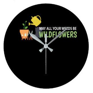 Alle Ihre Unkräuter sind Wildblumen-Gartenarbeit Große Wanduhr