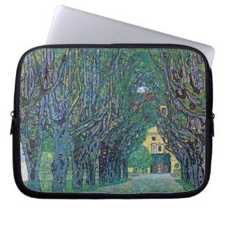 Allee in Schloss Kammer Park durch Gustav Klimt Laptopschutzhülle