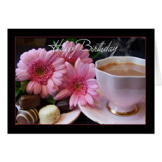 Alles- Gute zum Geburtstagtasse tee, Blumen und Grußkarte