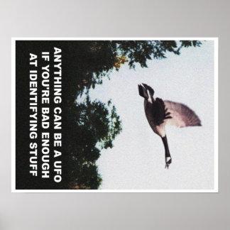 Alles kann ein UFO (Medium) sein Poster