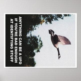 Alles kann ein UFO sein (klein) Poster
