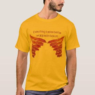 Alles schmeckt besser im Speck… eingewickelt T-Shirt