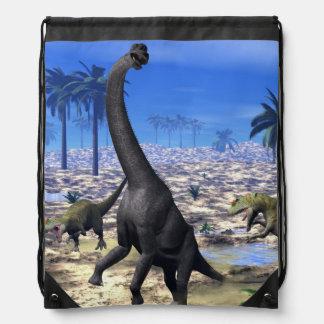 Allosaurus angreifender Brachiosaurusdinosaurier - Turnbeutel