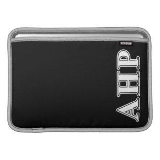 Alpha Eta Rho-Weiß und gotische Schriften MacBook Air Sleeve