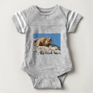 Alpines Murmeltier auf Felsen Baby Strampler