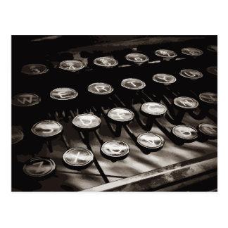 Alte antike Schreibmaschine befestigt Schwarz-weiß Postkarte