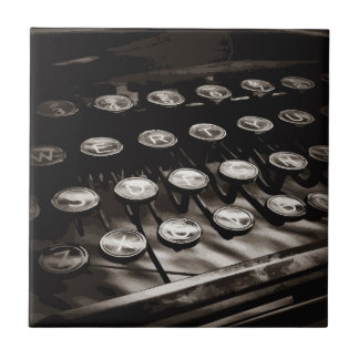 Alte antike Schreibmaschine befestigt Schwarz-weiß Fliese