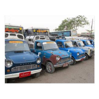 Alte blaue Mazdas Taxis Postkarte