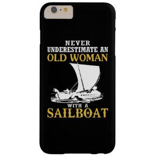 Alte Frau mit einem Segelboot Barely There iPhone 6 Plus Hülle