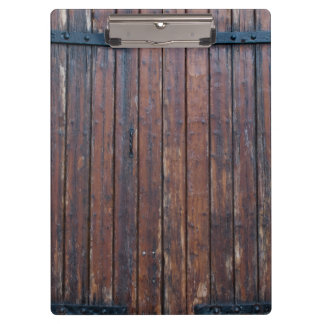 Alte hölzerne Türen Browns mit schwarzen Klemmbrett