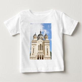Alte Kirche in Klausenburg Napoca, Rumänien Baby T-shirt