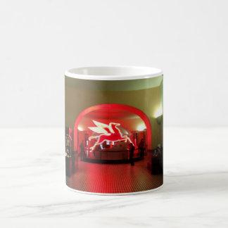 Alte Magnolie Pegasus in der alten roten Lobby Kaffeetasse