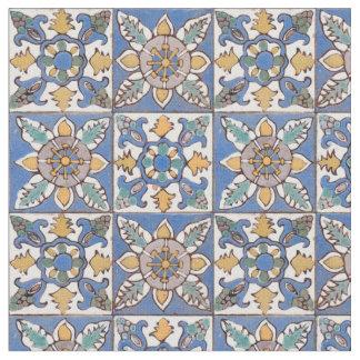 Alte Majolika-Wand deckt das Muster mit Ziegeln, Stoff
