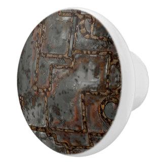 Alte Metallwand B Keramikknauf