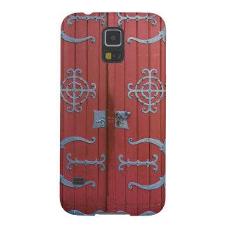 Alte rote hölzerne Türen mit Samsung Galaxy S5 Cover