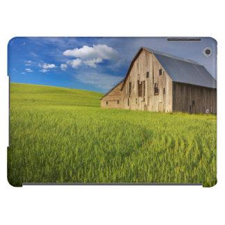 Alte Scheune auf dem Gebiet des Frühjahrsweizens iPad Air Hülle