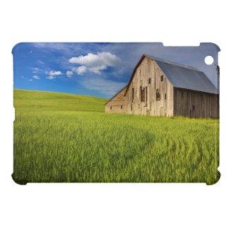Alte Scheune auf dem Gebiet des Frühjahrsweizens iPad Mini Hülle