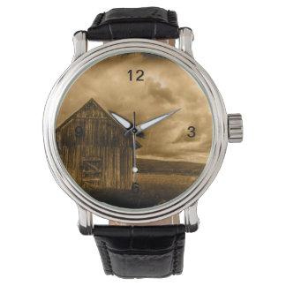 alte Scheune des rustikalen Uhr