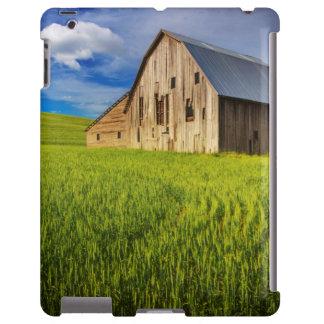 Alte Scheune umgeben durch Frühjahrsweizen-Feld 1 iPad Hülle