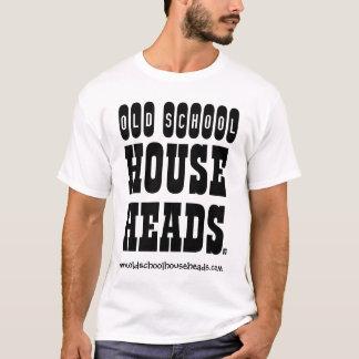 Alte Schulhaus geht das T2 der Männer voran T-Shirt