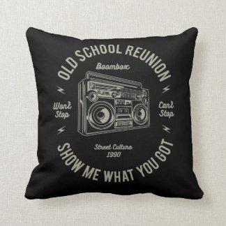 Alte SchulWiedersehen zeigen mir, was u Boombox Kissen