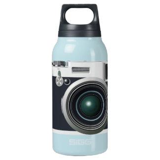 Alte schwarze Kamera Isolierte Flasche