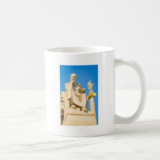Alte Statue des Philosophen in Athen, Griechenland Kaffeetasse