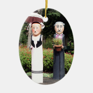 Alte verheiratete Paarskulpturen Ovales Keramik Ornament