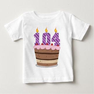 Alter 104 auf Geburtstags-Kuchen Baby T-shirt