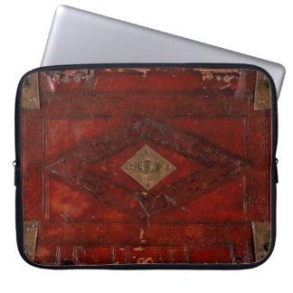 Alter prägeartiges Leder-und Messing-Bucheinband Laptop Sleeve