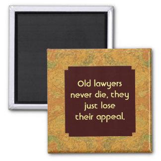 alter Rechtsanwalt die nie Spaß Quadratischer Magnet