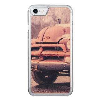 Alter rostiger LKW Carved iPhone 8/7 Hülle