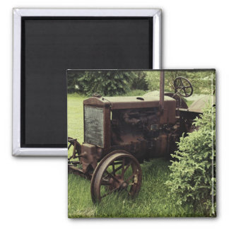 Alter rostiger Traktor Quadratischer Magnet