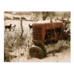 Alter roter Traktor mit Ziegen-Weihnachtspostkarte Postkarten
