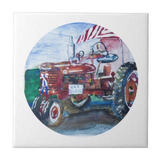Alter Ruhm und ein roter Traktor Keramikfliese