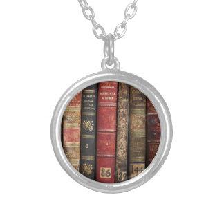 Altes Buch Halskette Mit Rundem Anhänger