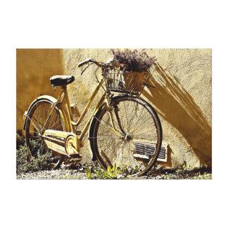 Altes Fahrrad mit zwei Rädern Gespannter Galerie Druck