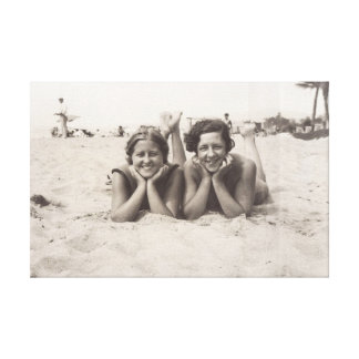 Altes Foto Cannes im Jahre 1930 s von zwei Frauen Leinwanddruck