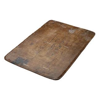 Altes Holz mit (oder außen) verkratztem Text Badematte