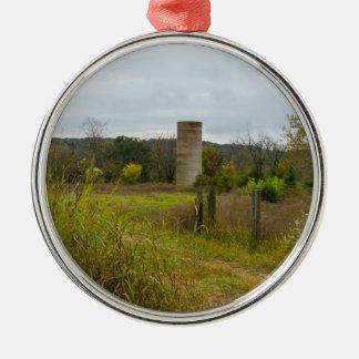 Altes Land-Silo-Landschaft Rundes Silberfarbenes Ornament