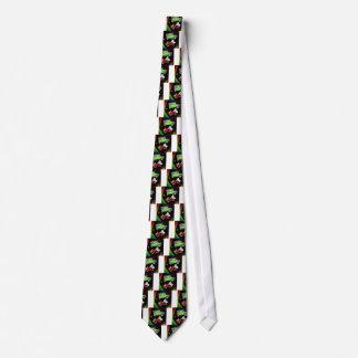 Altes Modeautoviel der Tennisbälle und des rakets. Bedruckte Krawatte