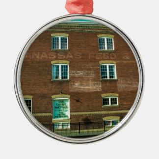 Altes StadtGebäude Rundes Silberfarbenes Ornament