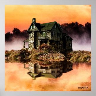 Altes Vintages Haus auf nebelhaftem See an der Poster